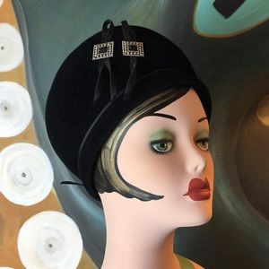 Mod 1960's Bubble Velvet Beret Toque